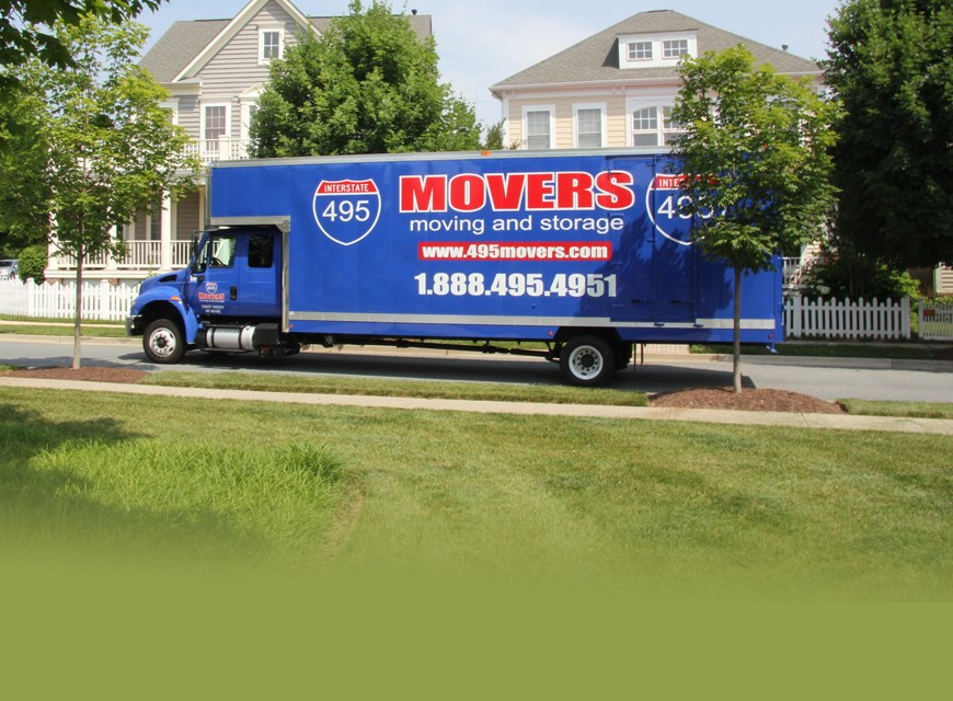 495 Movers moving truck in the neighborhood