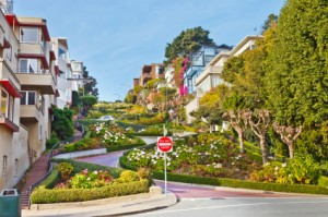 "San Francisco Movers Navigate the ""Crookedest"" Street in the World"