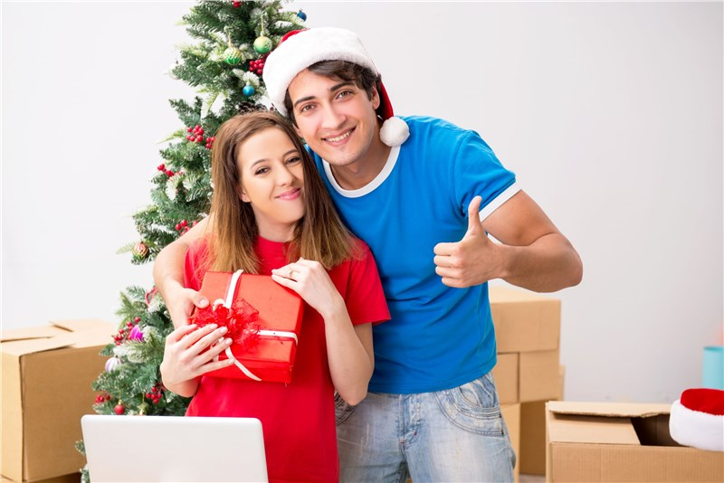Pros and Cons of Moving During the Holidays
