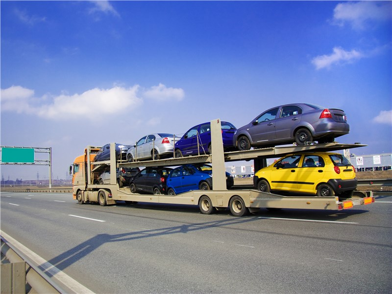 semi loaded with cars moving to another state