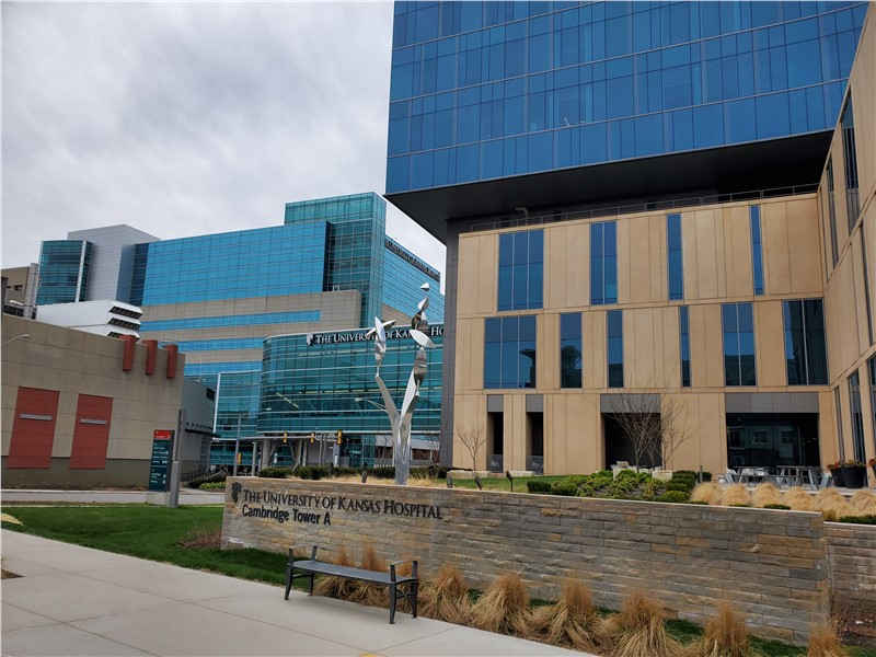 Thomas Transfer Conducts Laboratory Move for University of Kansas Medical Center